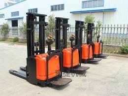 全电动站驾式堆高车EFD20