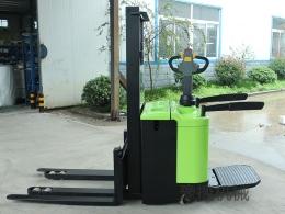 新款全电动站驾式堆高车CDD15